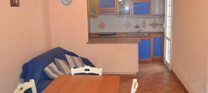 Appartamento con veranda esterna al primo piano in baia verde ( rif . Nett.)